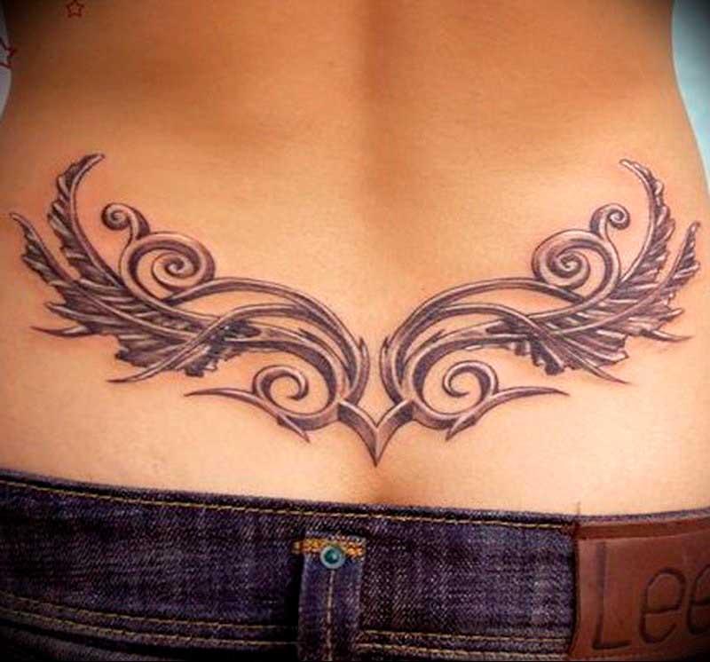 Татуировка на пояснице