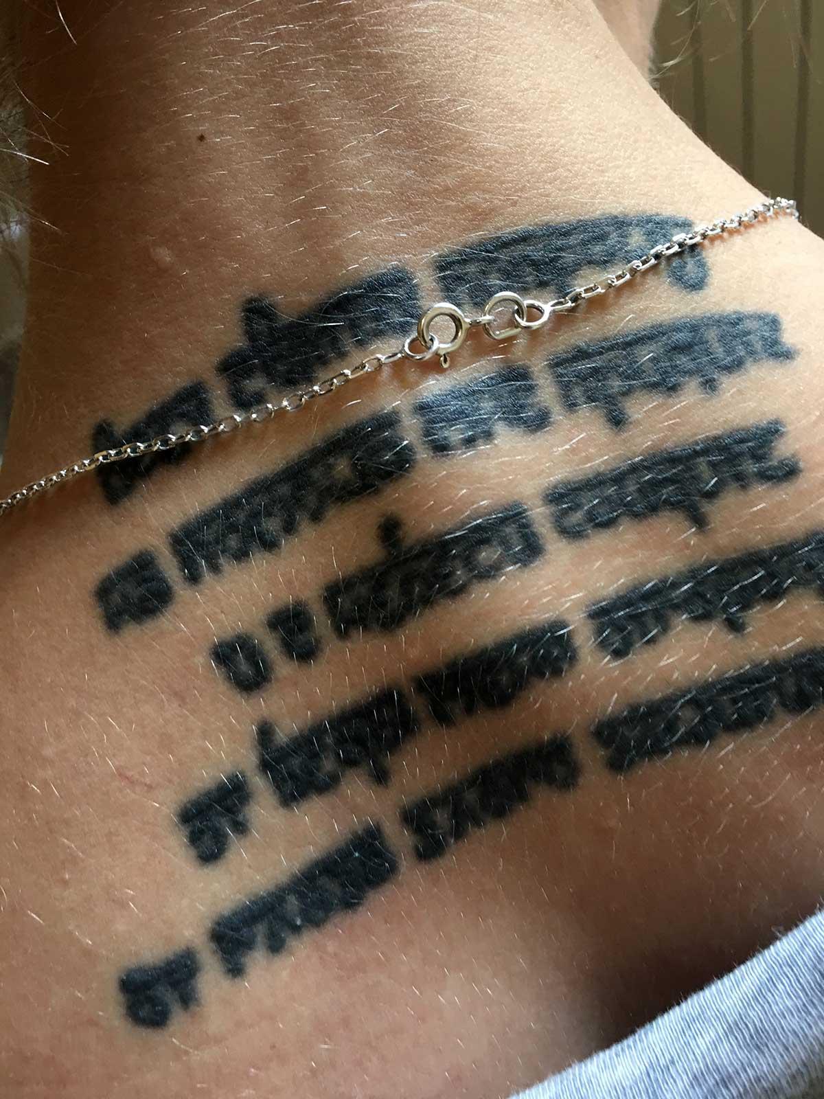Как выглядят татуировки через время в стиле надпись 2